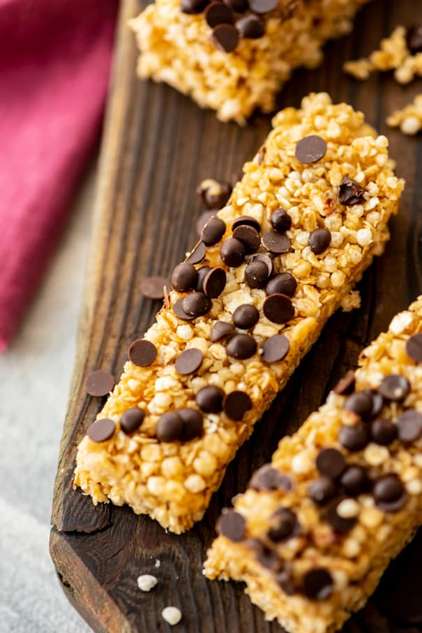 Easy to make homemade chocolate chip granola bars!  They taste just like Quaker Granola bars but are made with simple, healthy ingredients! Kid, toddler snack approved!