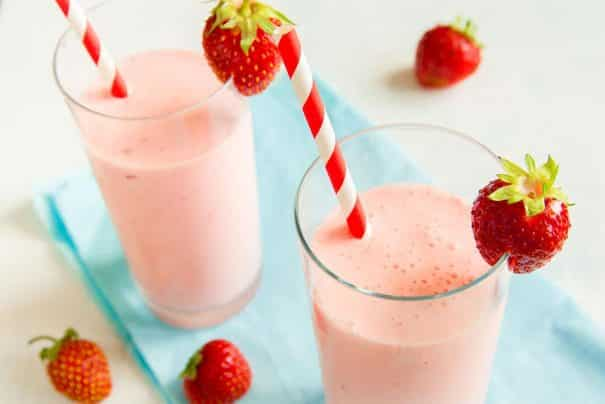 HEALTHY, TRIPLE FRUIT Pineapple Strawberry Banana Smoothie! This healthy recipe is easy to make - just throw all your ingredients in the blender!  The milk (regular or almond) makes it creamy and delicious! I love this strawberry banana smoothie recipe for breakfast or a afternoon snack - it always energizes me!