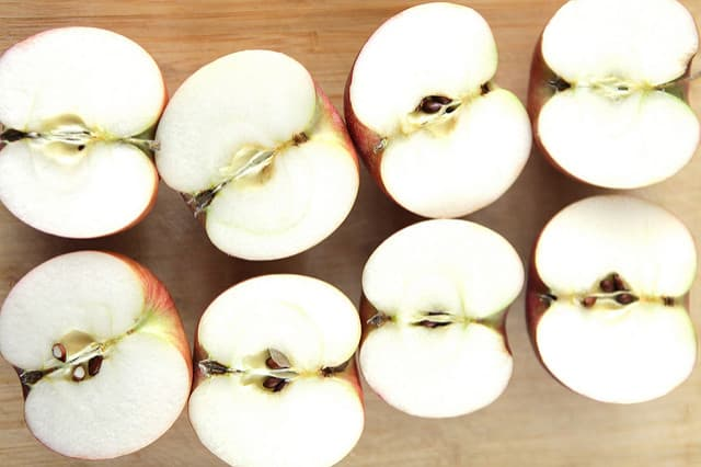 Easy Fresh Apple Juice recipe! Follow these simple instructions on how to make fresh apple juice with a juicer!