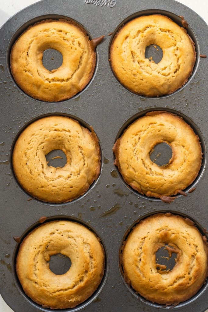 donut pan filled with baked donuts.