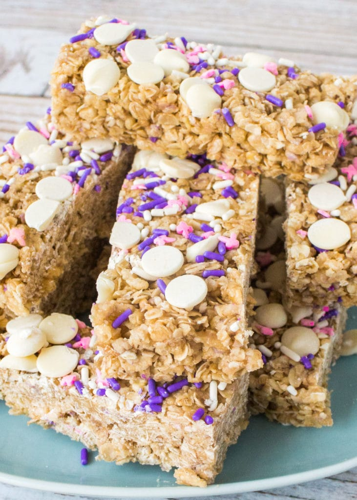 This no-bake homemade granola bars recipe is easy to make and tastes just like birthday cake! Top with white chocolate chips and sprinkles!