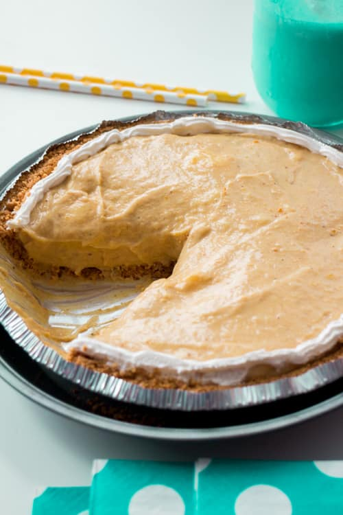 No Bake Pumpkin Cream Pie recipe!  This pie is so easy to make! Ingredients include instant Pudding, Cool Whip, and pumpkin puree.  Try this for Thanksgiving dessert instead of the usual pumpkin pie!