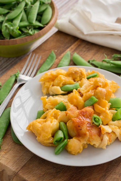 Slow Cooker Macaroni and Cheese With Sugar Snap Peas_1