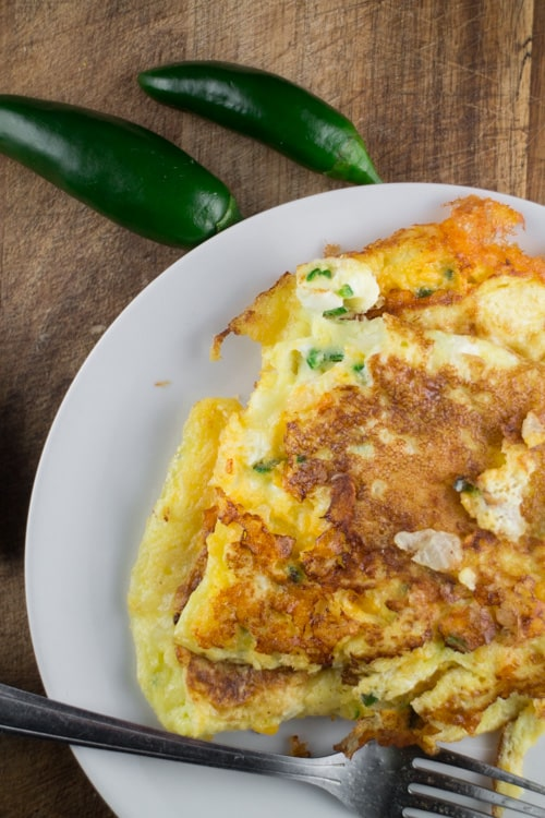 Need some healthy breakfast ideas? Start your day with this Cheesy Jalapeno Omelet, one of the best Keto Recipes to boost you up! This is one my yummiest and budget-friendly keto recipes.  #breakfast #keto
