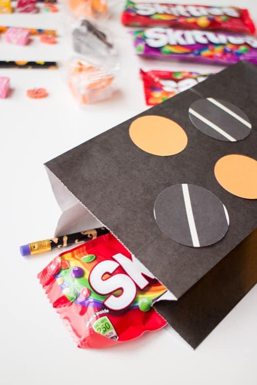 Fun Ideas for Hallowen Treat Bags_26