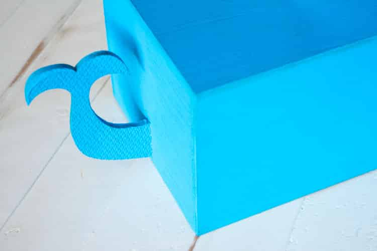 How to Make a Kleenex Whale Tissue Box_4