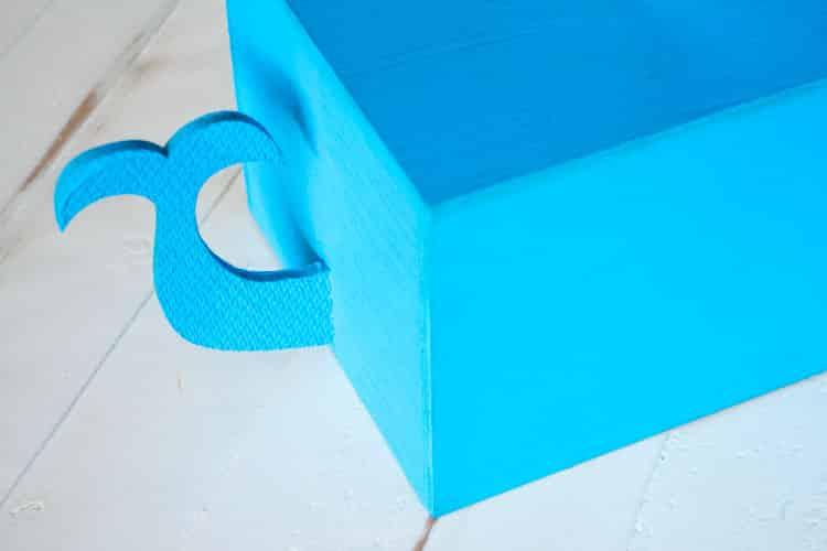 How to Make a Kleenex Whale Tissue Box_4