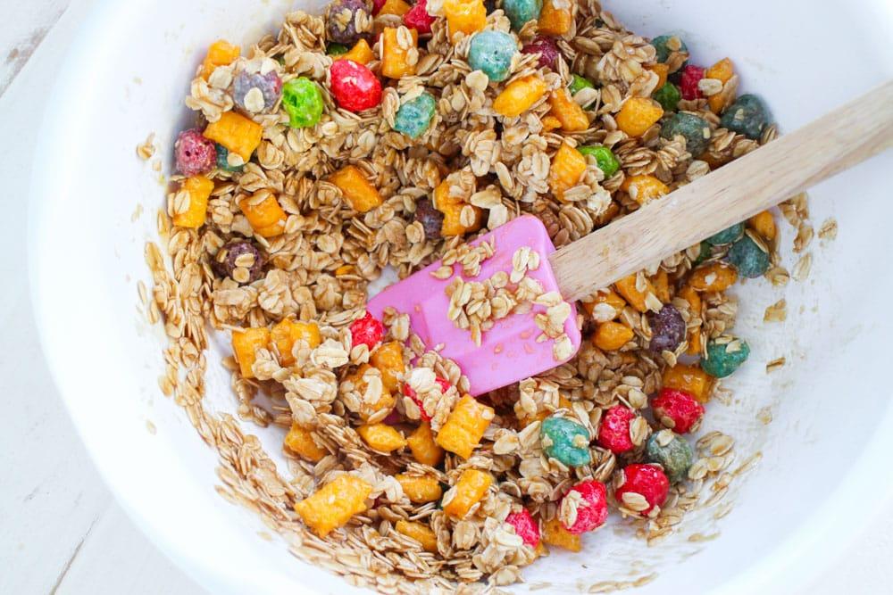 Rainbow Crunch Chocolate Chip Granola Bars. So easy to make! #recipe