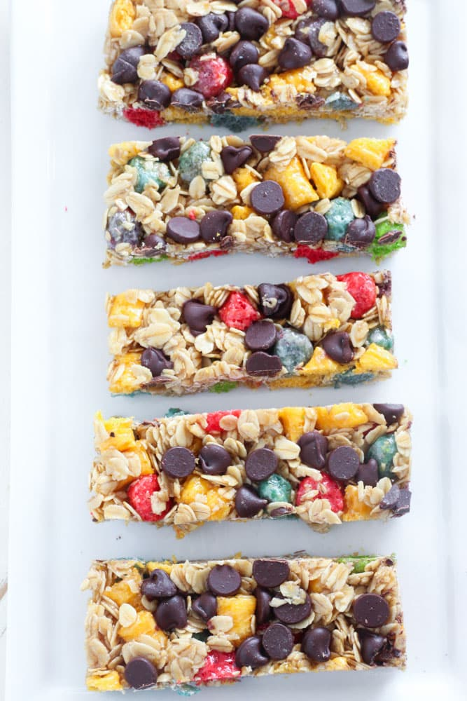 Rainbow Crunch Chocolate Chip Granola Bars. So easy to make! #recipe