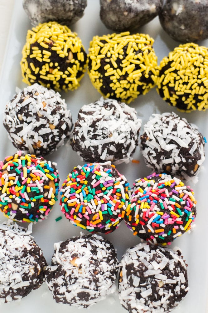 Did your chocolate cake fall apart? Do you have peanut butter in the cabinet? Then you can put them together to make these delicious Chocolate Peanut Butter Cake Balls! This recipe is easy to make and a life saver for cake disasters!