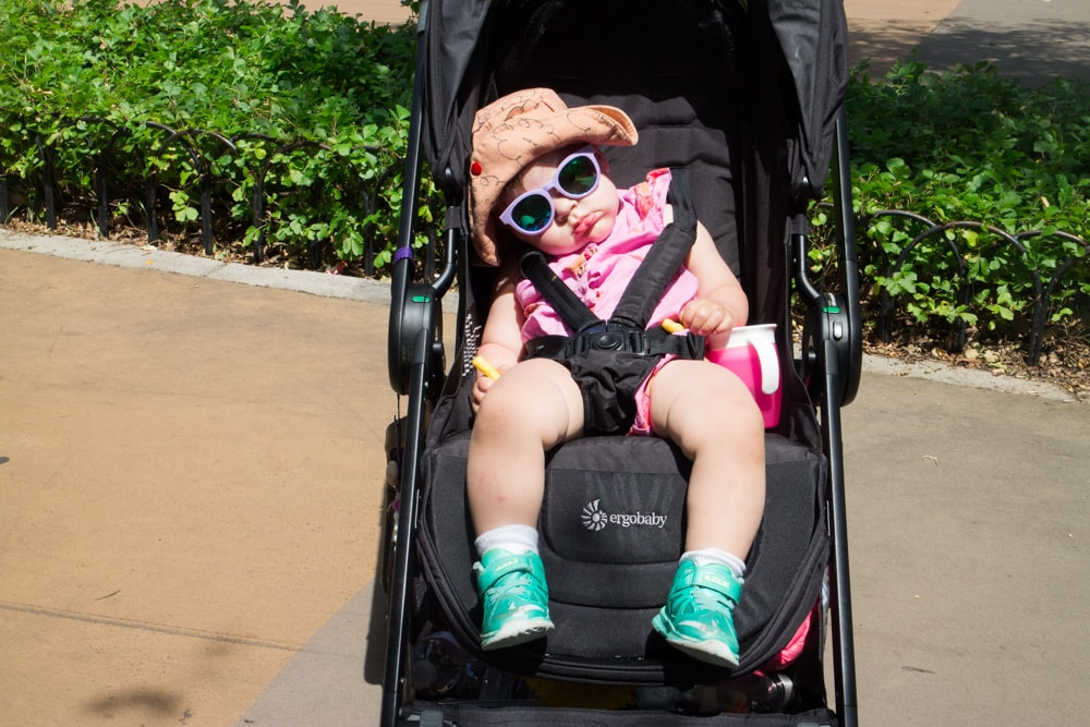 Ergobaby 180 Reversible Stroller Review!  This is a great stroller for city parents, with a giant sun canopy and easy to fold with 1 hand!
