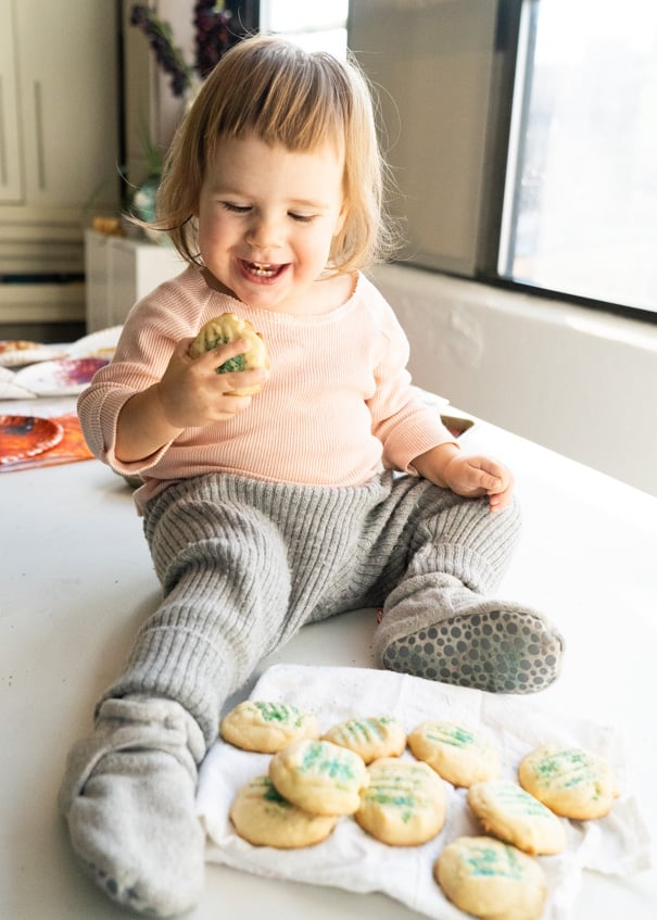 Easy to make Christmas Cookies to make with kids!  This classic sugar cookies recipe only has 6 ingredients. I loved baking them with my 1 year old daughter!