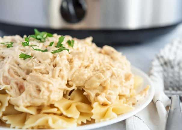 25 Cheap Meals for Large Families! All meals feed 6 or more people for less than $10.   Recipes include Instant Pot, Crockpot, Soup, Meat and Pasta meals.  Bookmark this page for family meals!