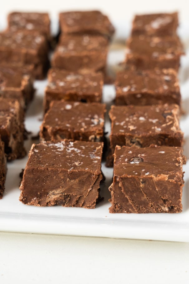 Easy Chocolate Vegan Fudge recipe that only needs 6 ingredients! This dairy free fudge is only 125 calories a piece, making it the best healthy fudge.