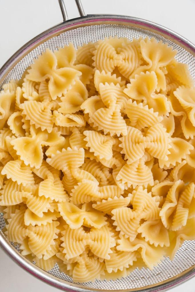 farfalle pasta drained