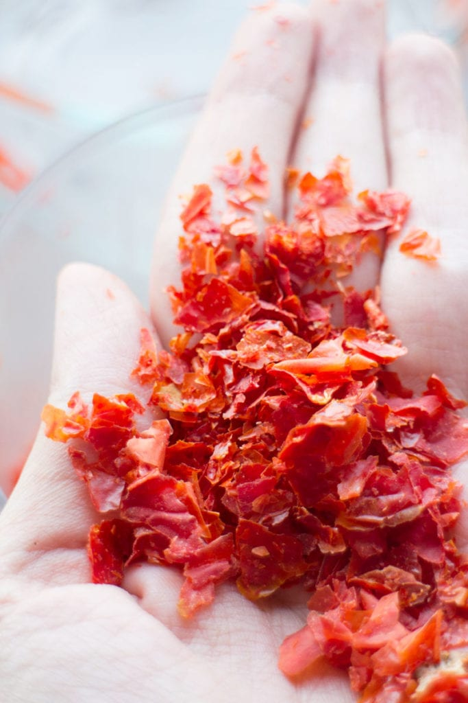 tomato flakes in hand
