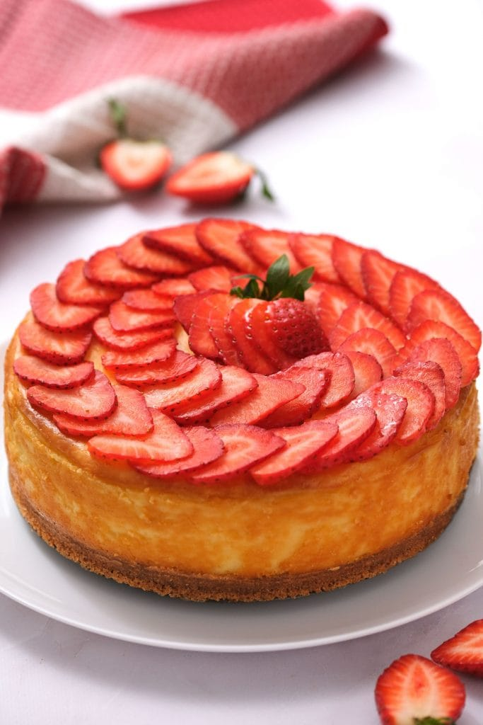 new york cheesecake with sliced strawberries on top