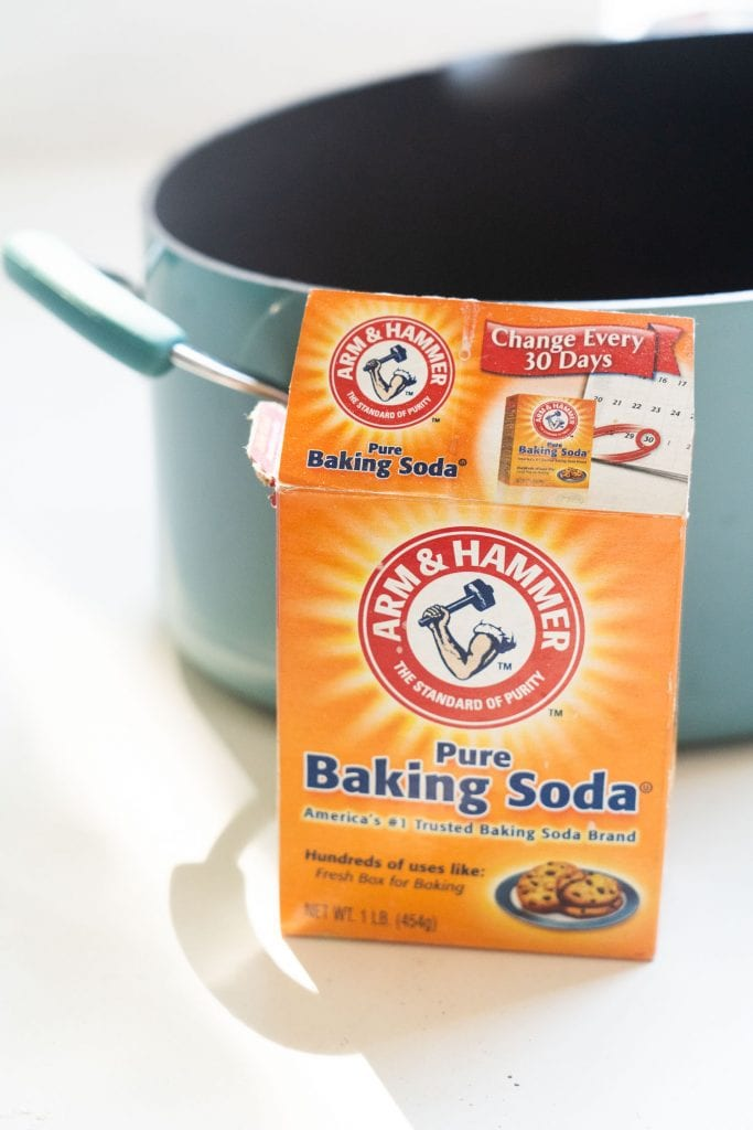 baking soda box in front of large pot filled with water.